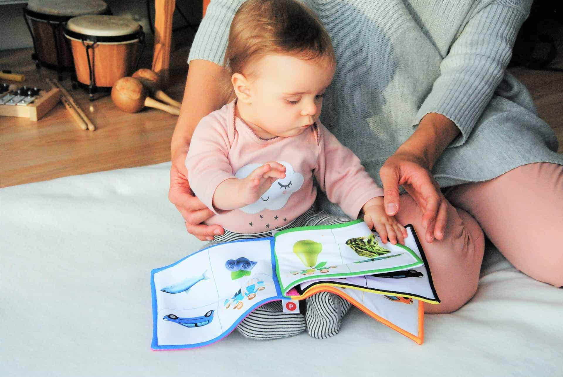 Five reasons why you should read to your baby reading to babies