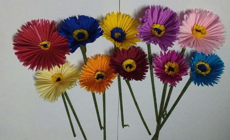 how to make crepe paper daisies