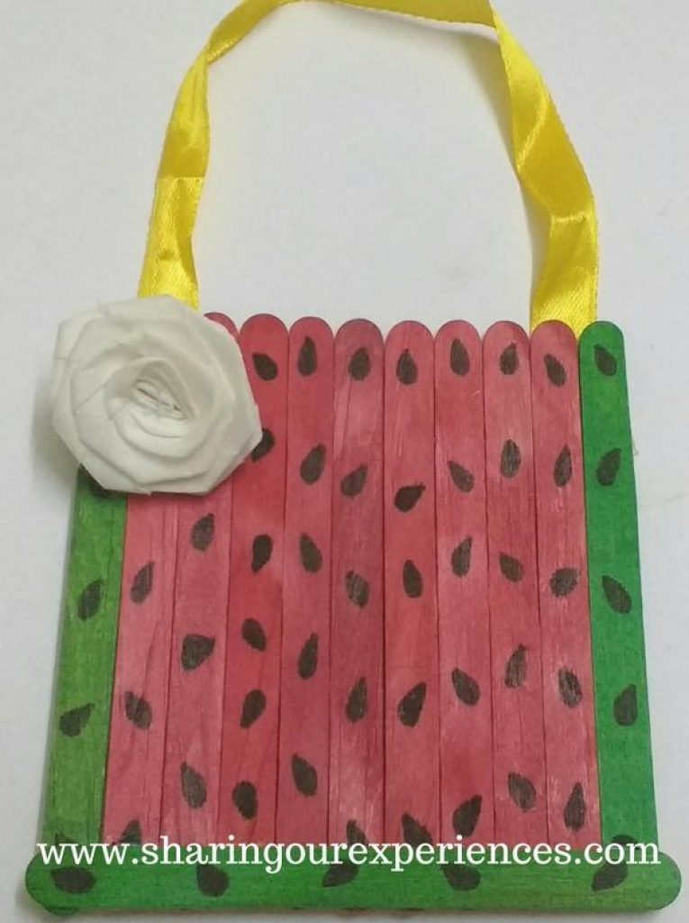 Free step by step crafts tutorial on how to make a Watermelon themed Handmade wall hanging with Ice cream sticks. This is easy , mess free and scissor free activity and it can be a wonderful idea to do a group activity/summer activity for kids. Just pick up the required material and try this simple wall hanging or photo frame using popsicle sticks.
