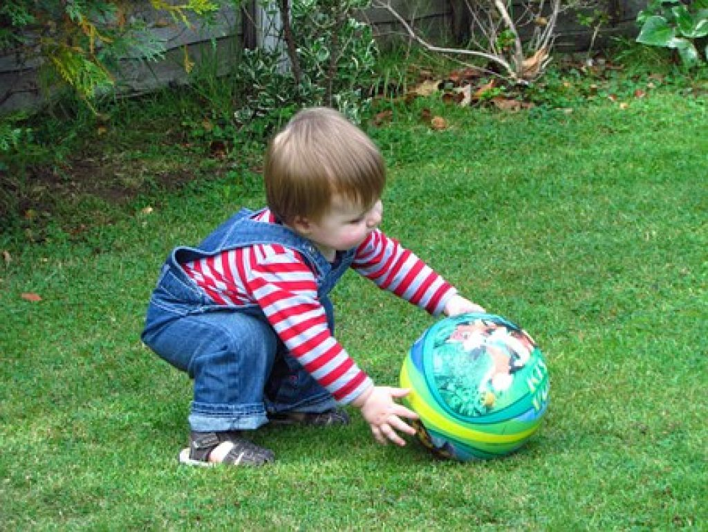 Read on some really fun and interesting games for one year olds. Below is a