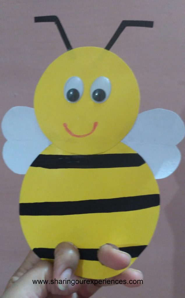 Free step by step crafts tutorial on how to make a honey bee finger puppet craft for toddlers and preschoolers. This cute honey bee finger puppet can be used as a prop while reading a story to kids. And if you are looking for some summer craft ideas then this can be one for you.